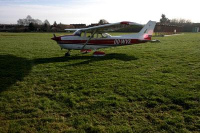 Cessna 172 OO-WVS back on the grass in Kortrijk (EBKT)