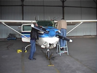 Preparing teh Cessna 172 RG