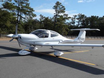Foto-3-Diamond-Star-DA-40-N254DS-net-aangekomen-op-First-Flight-Airport-op-de-manier-waarop-de-goden-het-zouden-gewild-hebben