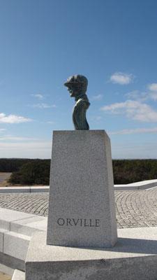 Foto-5---Orville-Wright,-de-eerste-piloot-dankzij-kop-of-munt,-maar-vooral-door-hun-vernuft-en-doorzetting