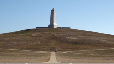Foto-6---De-duin-met-monument-bij-Kill-Devil-Hills-waarvan-lanceren-makkelijk-was.-Het-zand-bood-een-zachtere-landing-voor-de-fragiele-constructie-van-hun-materiaal