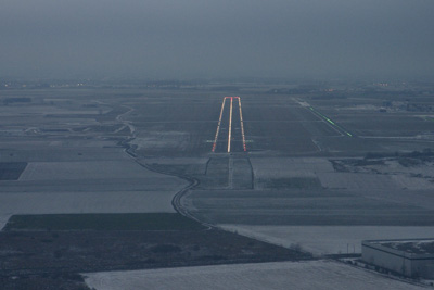 runway 26 at dusk in LFQQ