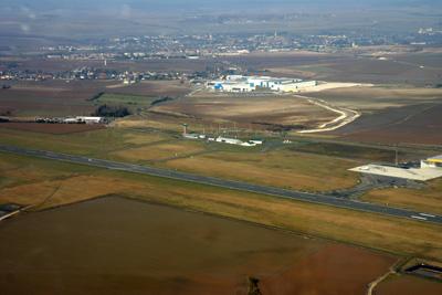 Righthand downwind for runway 09 at Albert Bray LFAQ