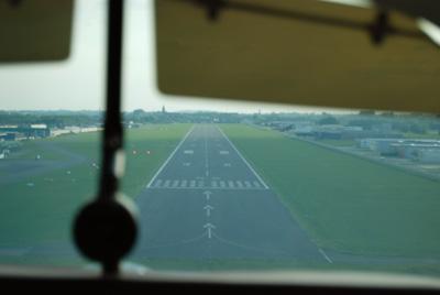 Final runway 25 at Kortrijk (EBKT)