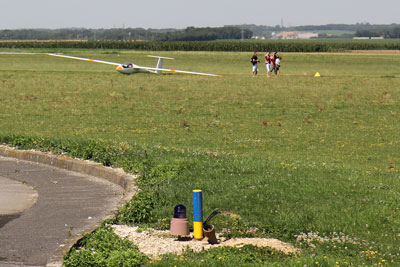 Lots of glider activity at Amiens airport