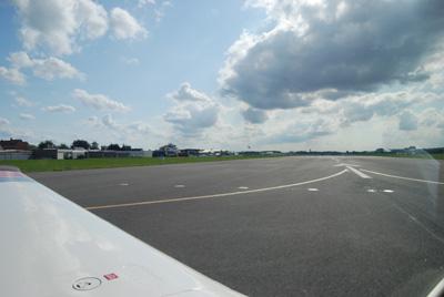 Lining up runway 24 Kortrijk