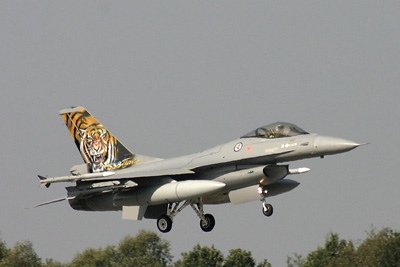 Norwegian Tiger F-16 landing