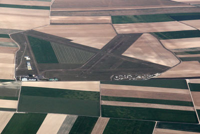 Plivot Epernay airport