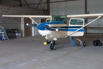 Preflighting teh Cessna 172 RG
