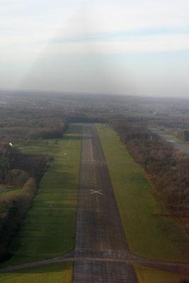 Short final runway 25 in Ursel (EBUL)