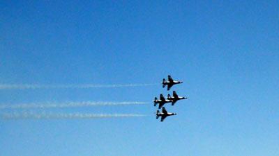The Thunderbirds in tke sky